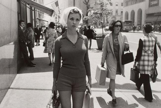street-photography-scanning-film-benefits-Garry-Winogrand-Black-Border-Woman-Cropped-55