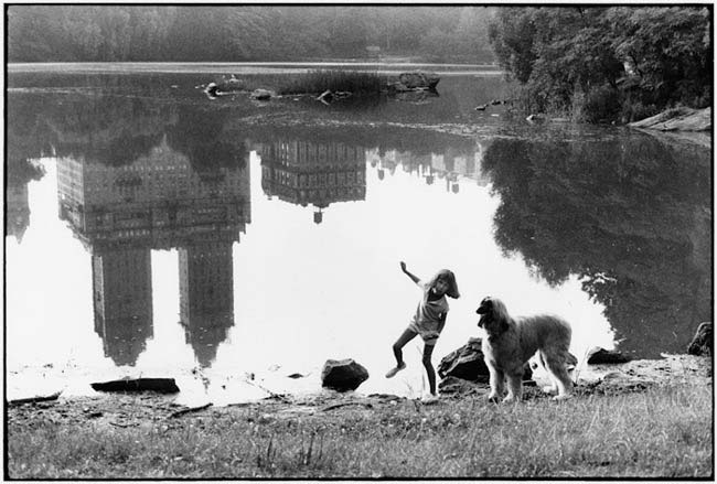 street-photography-scanning-film-benefits-L_Elliott_Erwitt_USA_Central_Park_New_York_City_1988-55