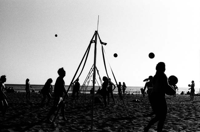 street-photography-scanning-film-benefits-roll-16-volley-balls-55