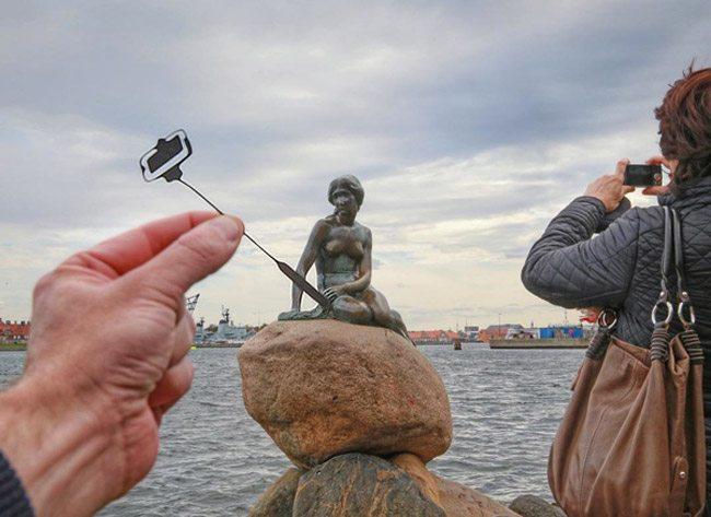Mastering-Composition-gestalt-psychology--Selfie-Stick-by-Rich-McCor