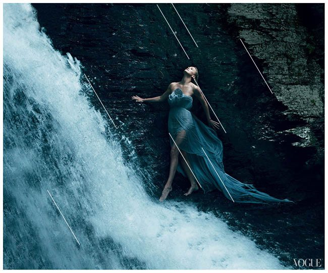 Law-of-Similarity-gestalt-psychology-charlize-theron-breaking-away-vogue-by-annie-leibovitz-december-2011