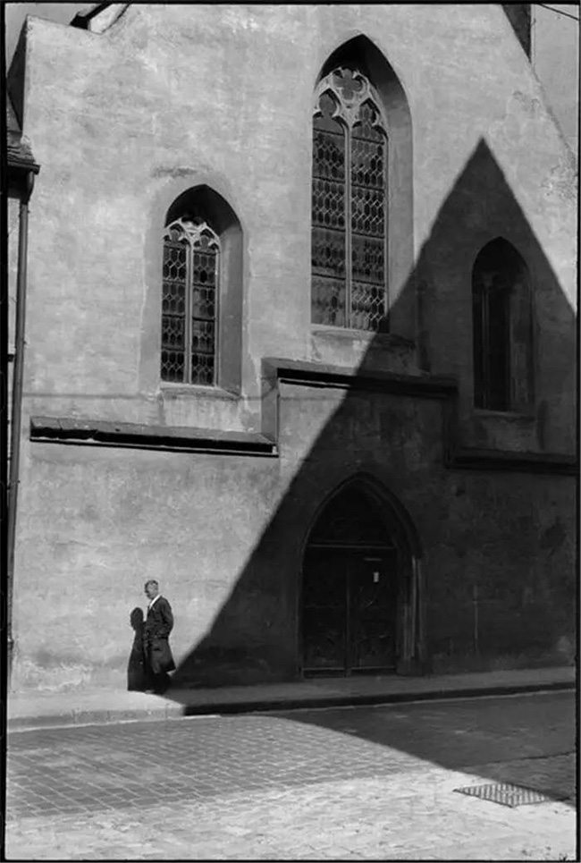 Mastering Composition - Henri Cartier-Bresson using Dynamic Symmetry - Proof-001