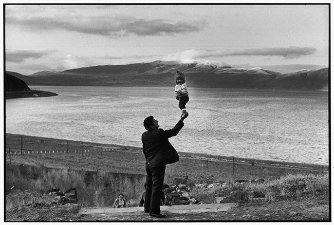 Mastering Composition - Henri Cartier-Bresson using Dynamic Symmetry - Proof-03 Balancing Child