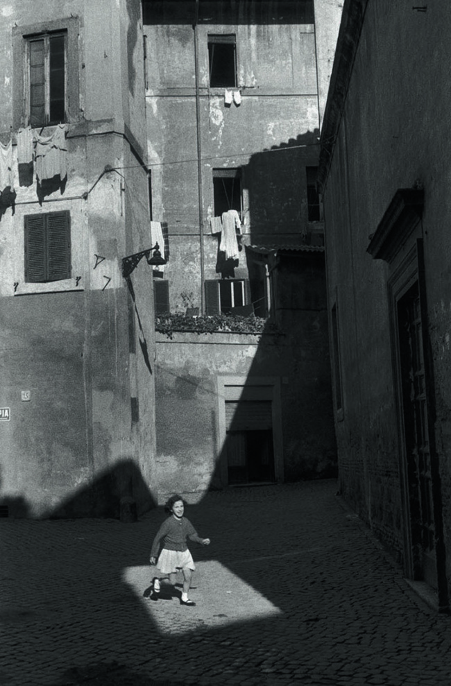 Mastering-Composition---Henri-Cartier-Bresson-using-Dynamic-Symmetry---Proof-girl Running